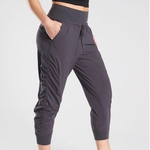 ATHLETA ATTITUDE CROP PANTS GRAY NWT sz 2 or 6